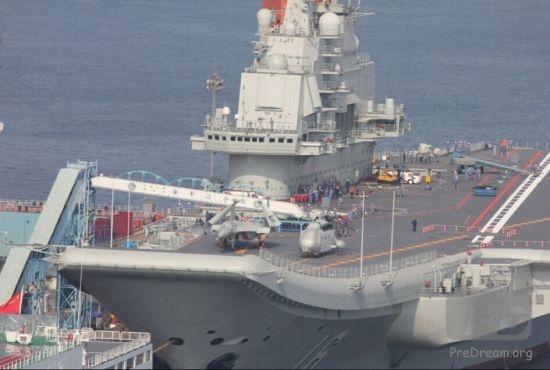资料图:2014年4月中旬,中国海军首艘航母辽宁舰返回大连船厂进行例行维护作业。经过4个多月,于8月31日离开大连港,返回青岛母港。