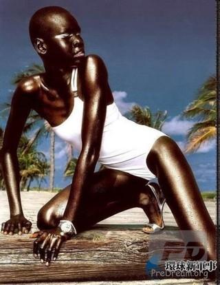 非洲黑人第一美女:无名氏  网传是非洲黑人第一美女,一个字黑,两个字真黑。什么叫黑人,这才叫黑人!