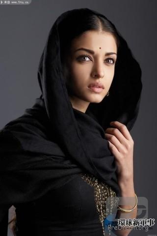 """印度第一美女:艾西瓦娅·雷  出生年:1973年  生日:11月1日  身高:170cm  三围:88;59;89  职业:演员  在印度,艾西瓦娅绝对是家喻户晓。1994年,她在南非举办的""""世界小姐""""选美赛中一举夺魁,随后走上演艺道路,多次获得表演奖,并曾受邀担任了2003年的法国""""戛纳电影节""""评委,也是印度史上第一位国际电影节评委,并被英国《HELLO》杂志评为""""世界最具魅力的女人"""",还入选《人物》杂志评选的""""世界最美丽的100人""""。  称谓 :史上最漂亮的印度第一美女 宝莱坞女王 世界第一美女"""